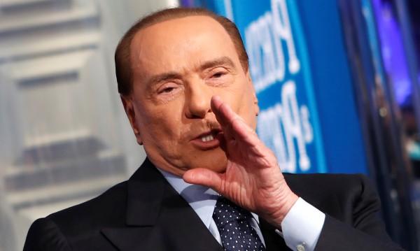 На 81 г.: Уж политически труп, а Берлускони отново на преден план!