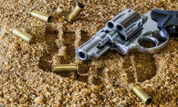 Задържаха 8 човека в София за търговия на оръжие
