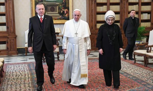 Турският президент Ердоган разговаря с папа Франциск