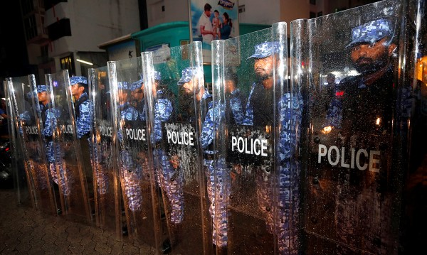 """Извънредно положение в """"рая на земята"""" – Малдивите"""