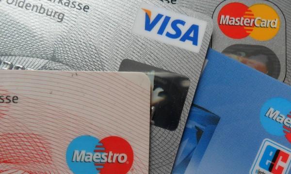Три жени ограбиха мъж, изтеглиха 860 лева от картите му