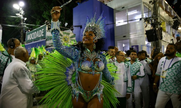 Любители подгряват карнавала в Рио де Жанейро