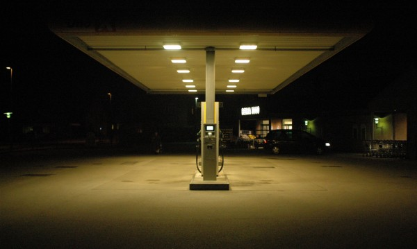 Пиян тираджия рани служител на бензиностанция
