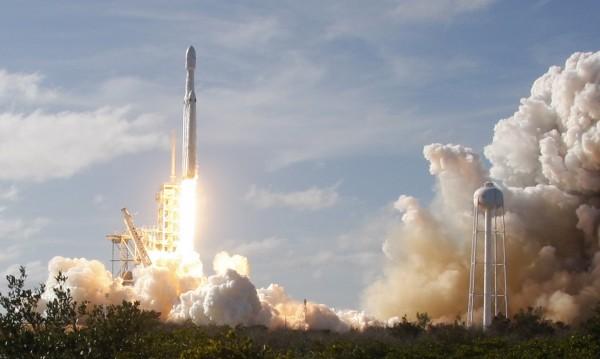 Успехът на SpaceX – залог за цялата индустрия
