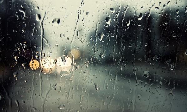 Капризите на времето: Уж топло, пък с облаци и дъжд