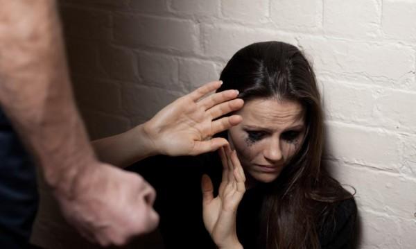 8 жени на ден ядат бой! МВР пази 10 000 жертви на насилници