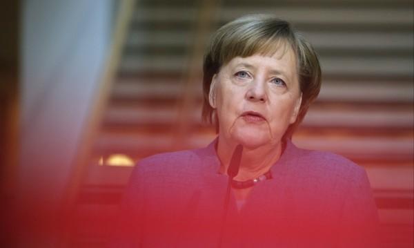 Меркел – големият губещ в играта на покер в Германия