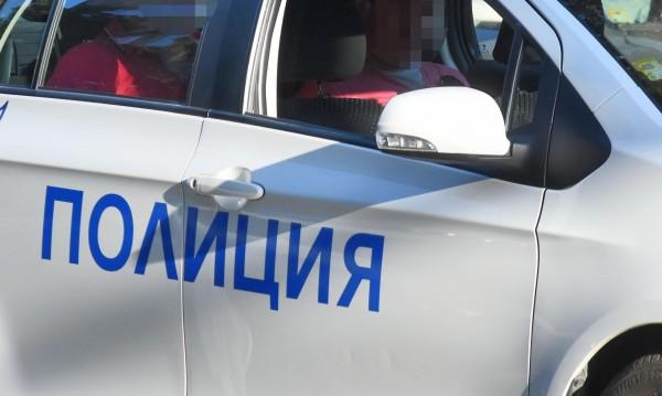 Криминалисти иззеха боен арсенал от дом в Сливенско