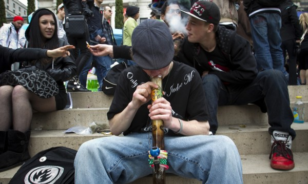 Амфети, екстази, кокаин... Всяко трето българче пробвало дрога!