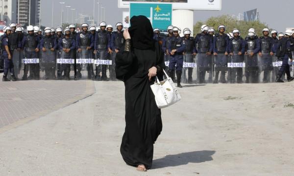 Духовник: Дългите роби абая не са задължителни за саудитките!