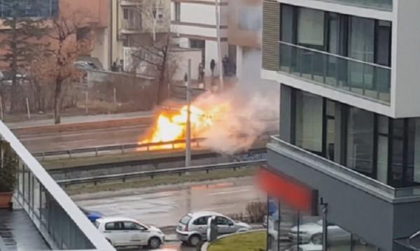 "Автомобил пламна на столичния бул. ""България"""