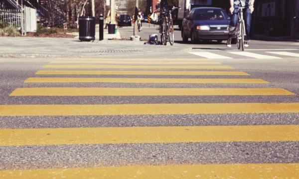 На зебра: Автомобил блъсна 12-годиша в Търново
