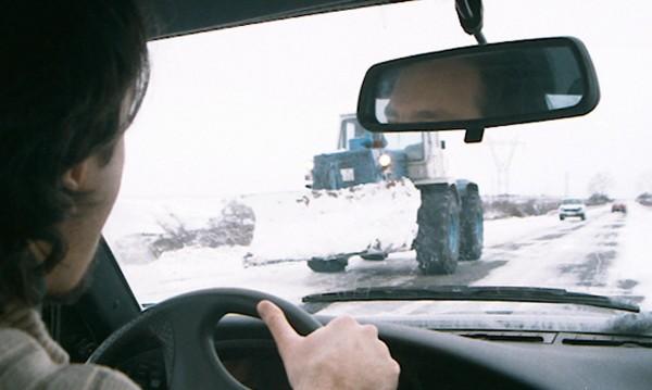 АПИ: Затварят се пътища в страната поради снегонавявания
