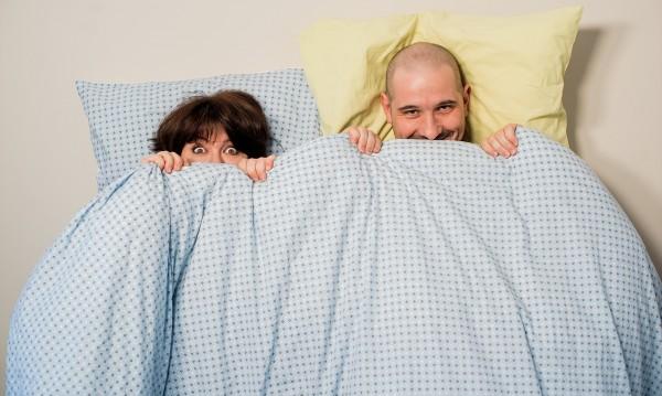 Директно от матрака: Симо и Богдана празнуват по пижама