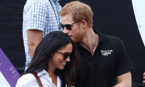 След сватбата: Принц Хари и Меган с карета из Уиндзор