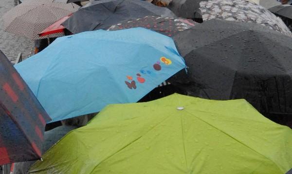 Не забравяйте чадър, облачно и дъждовно ще е днес