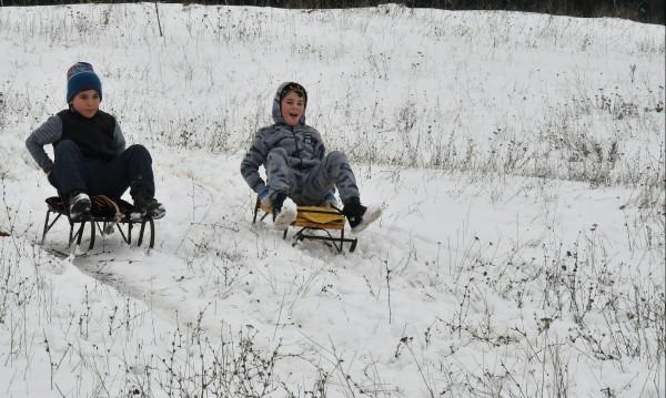 Времето утре: Дъжд над страната, на места – сняг!