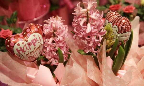 Как отбелязват Свети Валентин в различни части на света?