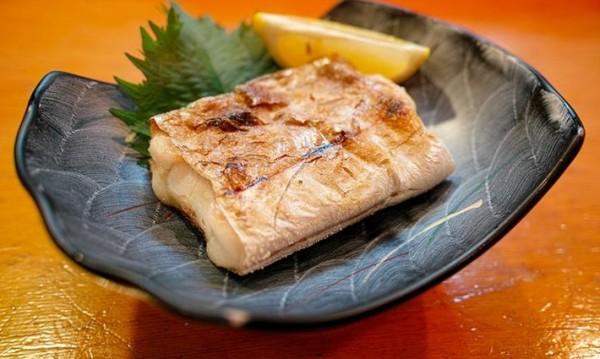 Рецептата Dnes: Филе от бяла риба на скара с моркови
