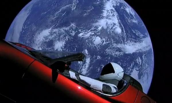 Tesla в илюминаторе... или за Мъск-мечтателя