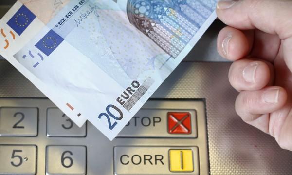 Юнкер ни дърпа към еврозоната? Не и заради хубавите ни черни очи!