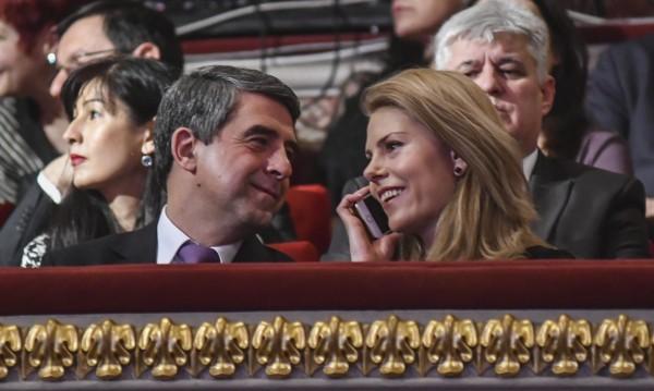 С Плевнелиев и с нова цел, Деси се цели в успелите българи