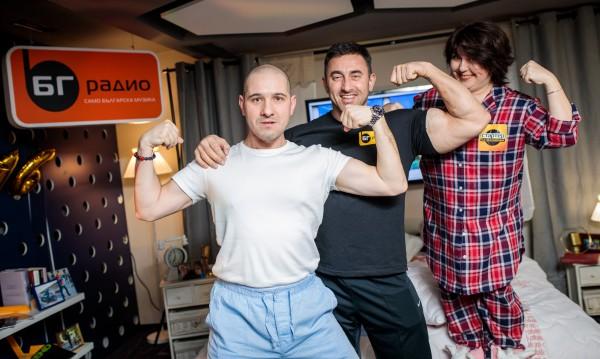 Симо и Богдана посрещнаха гости по пижами