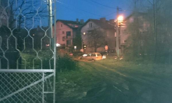 """Улица без асфалт в кв. """"Горна баня"""", кал, унижение... А става и още по-зле!"""