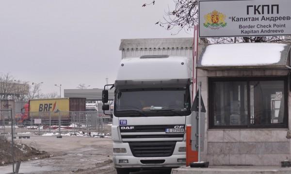 Евродепутати: Българските граничари зарязват границата в час пик