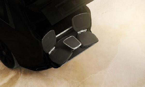 """Rolls-Royce Cullinan изненадва със """"седалката на тъщата"""""""