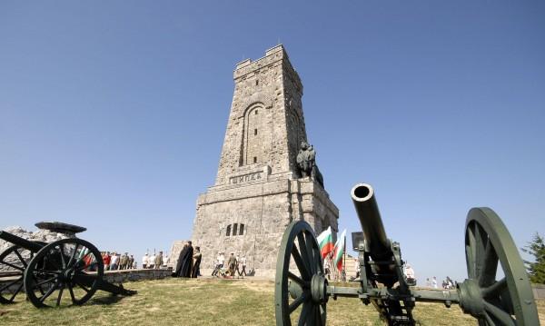 220 хил. българи на патриотичен туризъм за 3 март