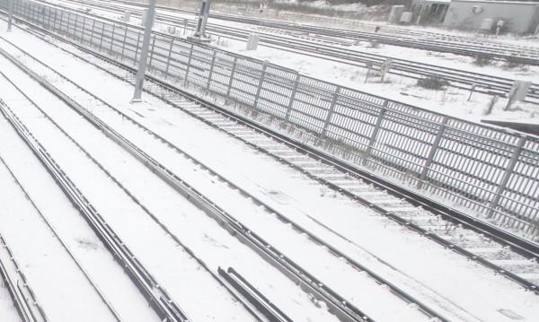 Влак удари пряспа, пътниците с безплатен билет за престоя