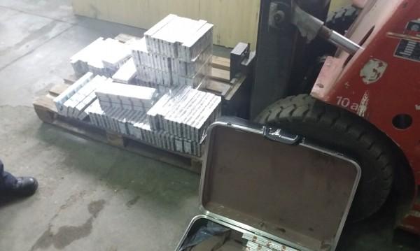 """Митничарско куче откри над 4000 кутии цигари на """"Дунав мост"""""""