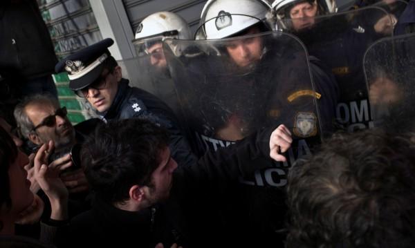 Анархисти заплашиха: Ще изравним със земята Атина!