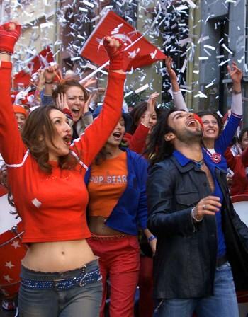 Пиян, гол, тиранин... 200 песни забранени в Турция