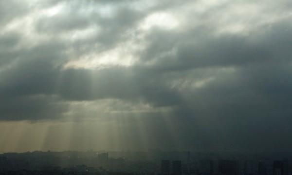 Във вторник – облаци и дъжд, на места ще е и 16°C