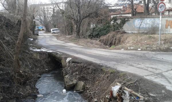 Един потънал глас: Опасен мост дебне пешеходци и шофьори!