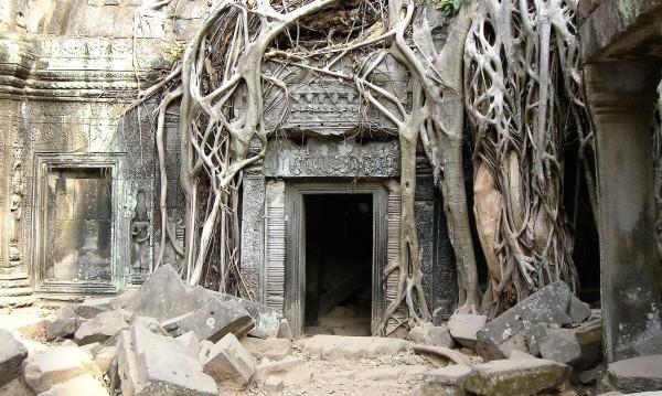 Най-големият храм в света: Ангкор Ват
