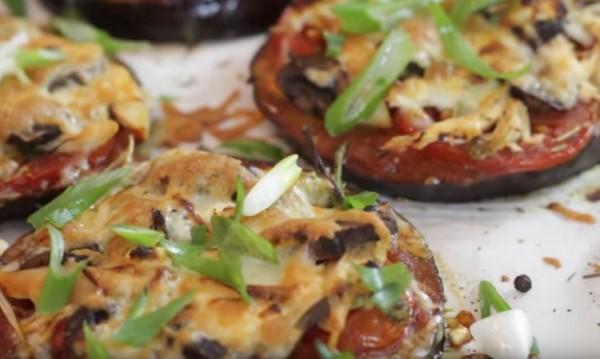 Рецептата Dnes: Малки пици от патладжан и моцарела