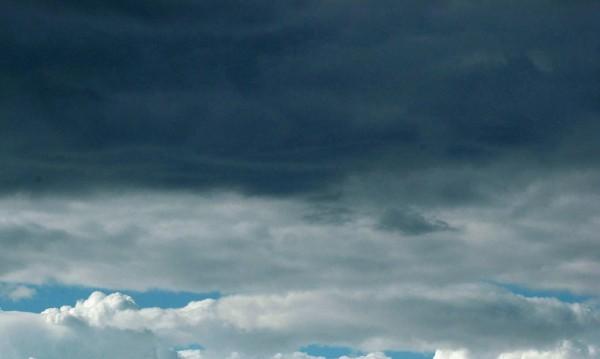 Времето днес: Облаци и валежи на много места