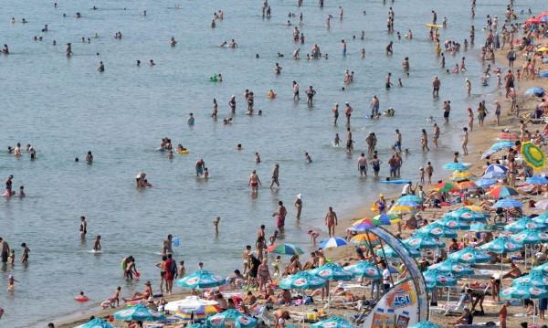 И замириса на море! С цени от 7-10 лева за сянка на плажа