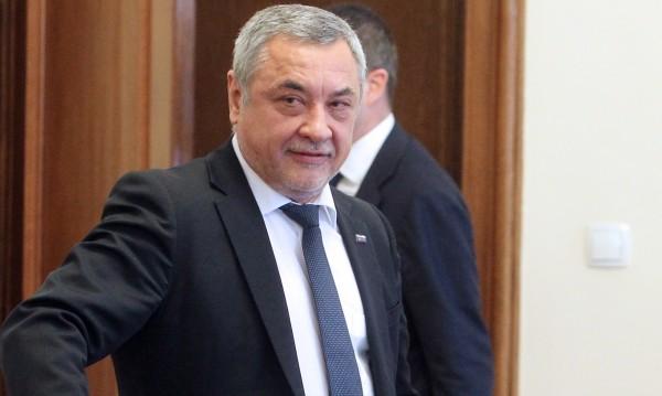 Вицето срещу патриарха пак: Като втори външен министър е!