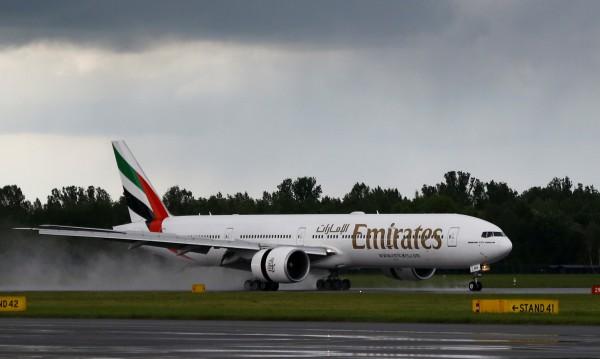 Наша стюардеса падна от самолет на летището в Уганда