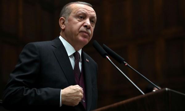 Жените да не се смеят силно и да раждат. Ердоган знае кое е добре!