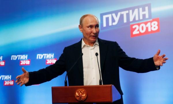 Безпрецедентен външен натиск и... руснаците се сплотиха