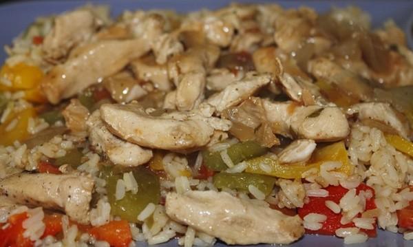 Рецептата Dnes: Ориз с пилешко, гъби и чушки