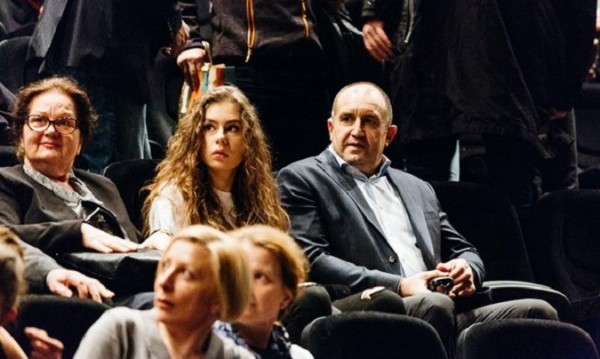 Радев остави Dessy и хукна с Дарина (дъщеря си)… на театър