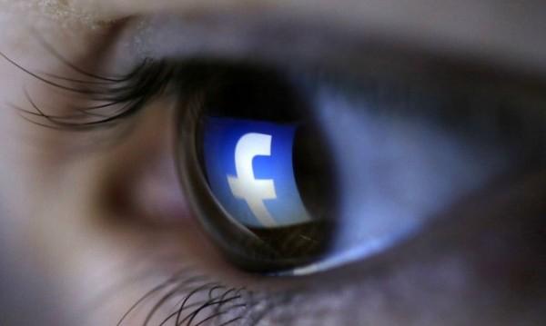 Зукърбърг да обясни как се ползват лични данни от FB
