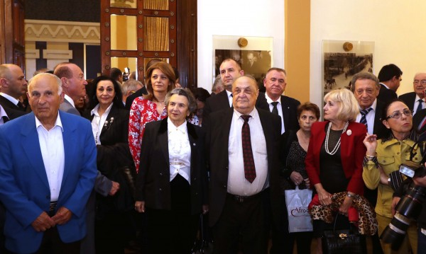 Радев дари Израел със снимки на българи, помогнали на евреи