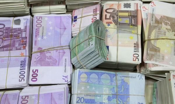 По старата схема: 2000 лева и €2500 за ало апаши